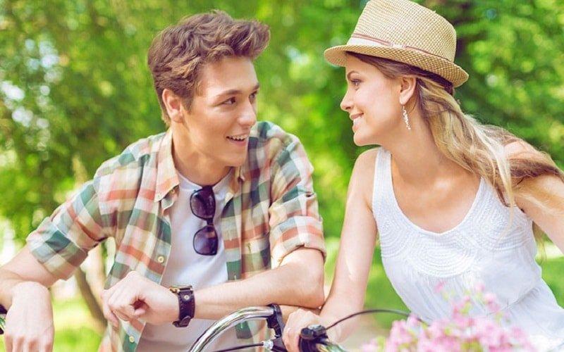 Как привлечь мужчину к себе ненавязчиво — что может заинтересовать