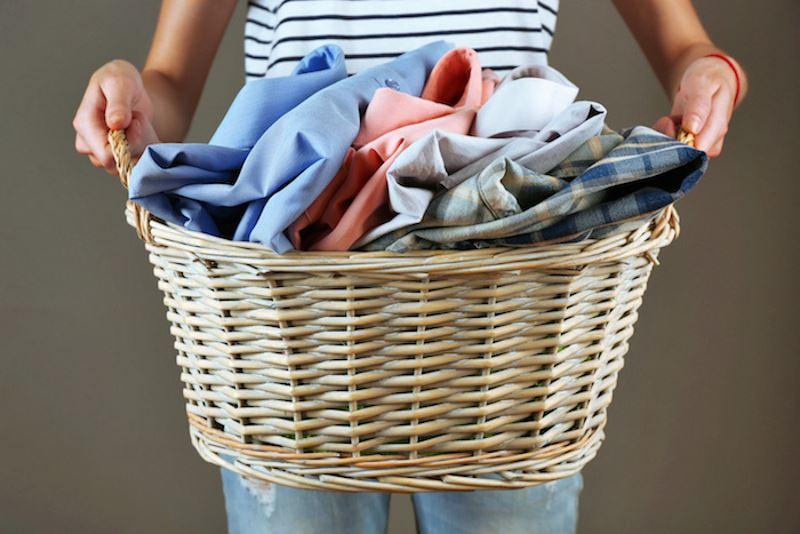 Как избавиться от разводов от пота на одежде