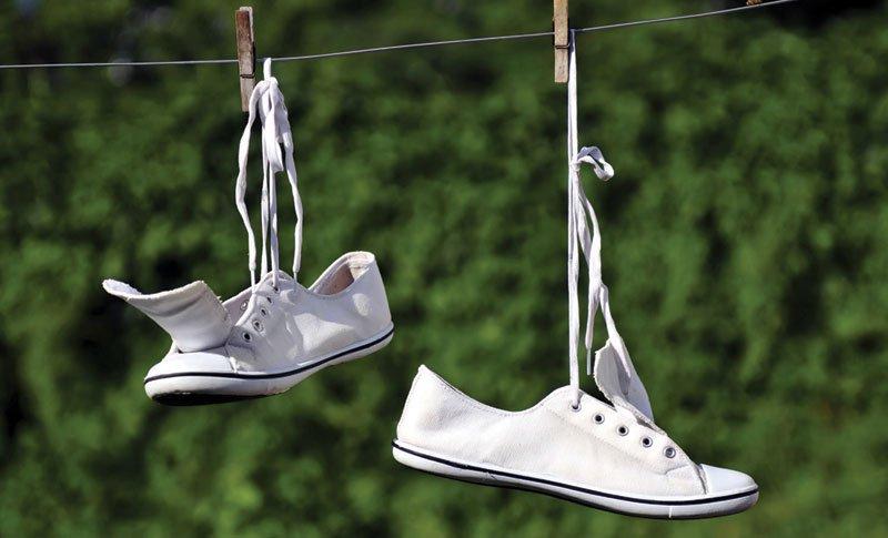 Как сушить белые кроссовки