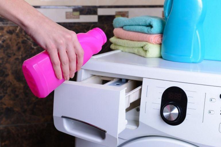 Стирать вещи при помощи стиральной машины