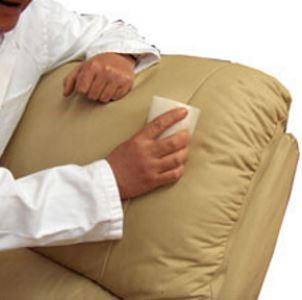 17 способов отмыть кровь с дивана на тканевых обивках, натуральной и искусственной коже