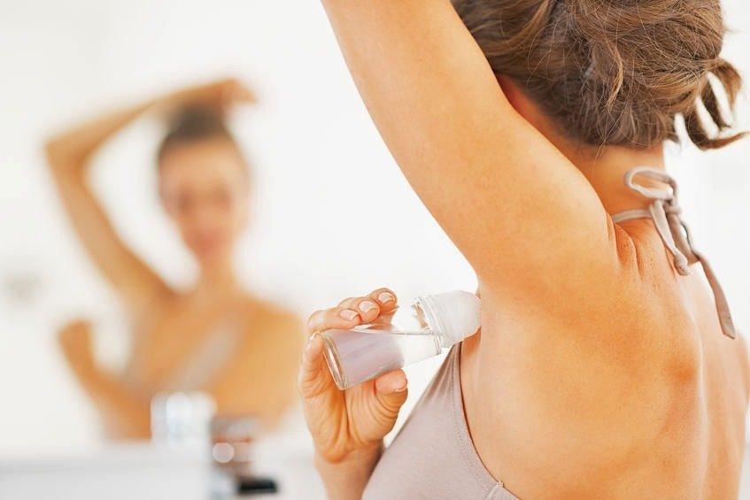 способы удаления пятен от дезодоранта