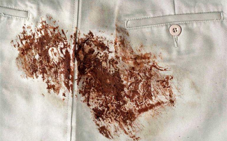 Удаление пятен шоколада с белых тканей