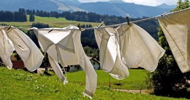 Как избавиться от желтых пятен на одежде