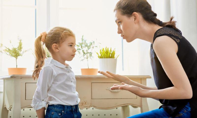 14 фраз, которые ни в коем случае нельзя говорить ребёнку
