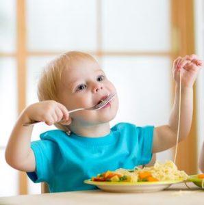 Учим малыша кушать самостоятельно