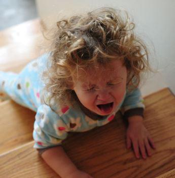Что такое детская истерика и как на нее реагировать в 2019 году