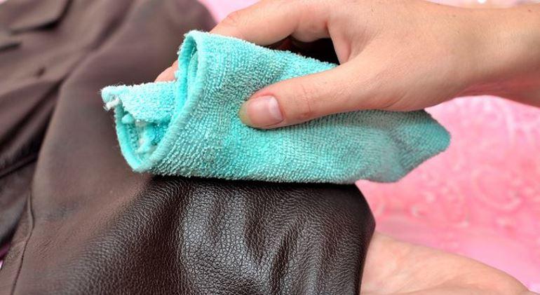 Как привести в идеальный порядок испачканные локти и манжеты одежды