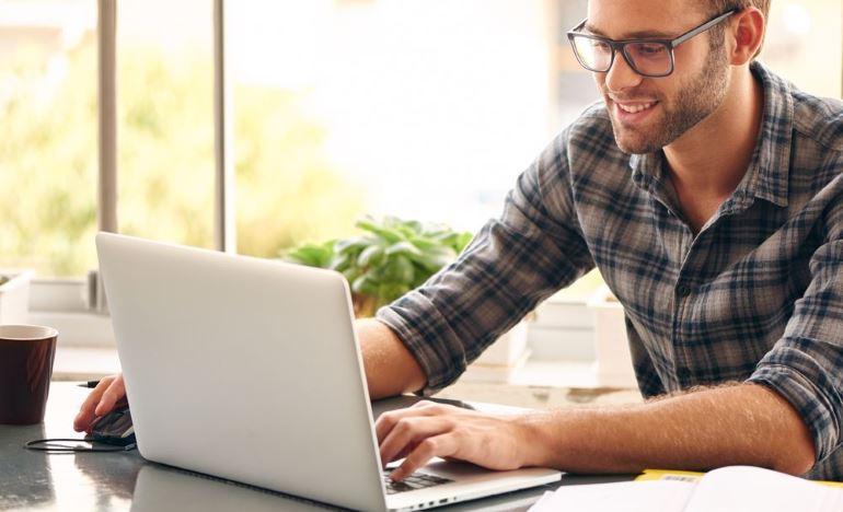 О чем можно поговорить с девушкой в интернете? 8 тем для разговора и 6 правил