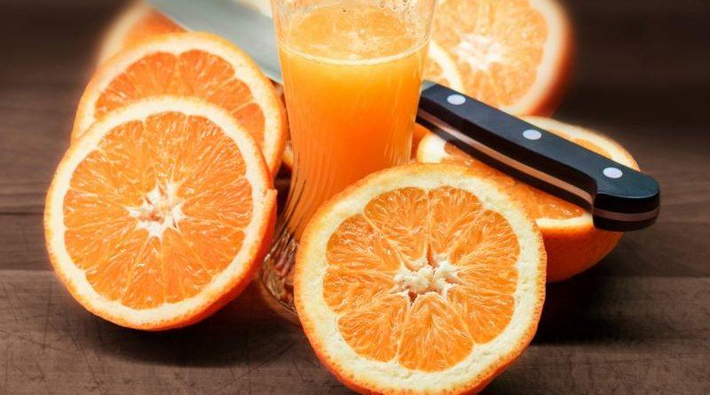 Вывести свежие и засохшие пятна от апельсина