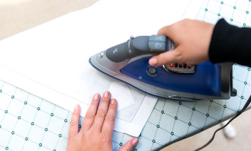 Как убрать жирное пятно с бумаги