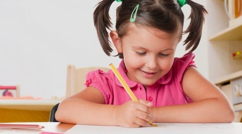 Учим детей правильно держать ручку при письме