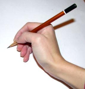Как держать письменные принадлежности