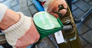 Как вывести пятна и запах от бензина