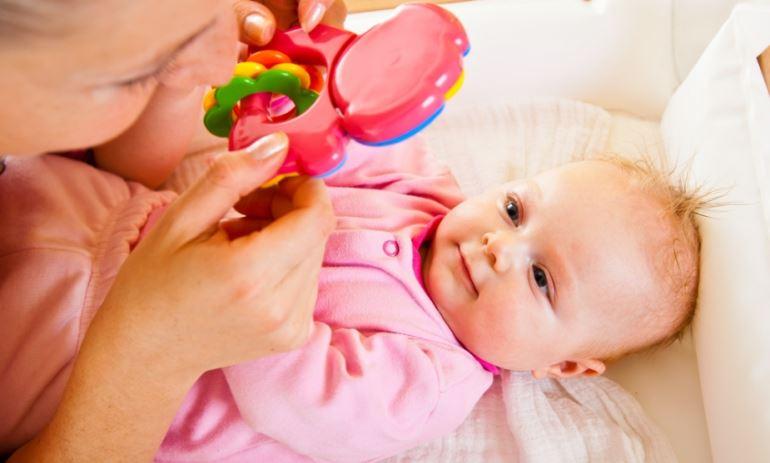 Как выбрать погремушку для новорождённого ребёнка
