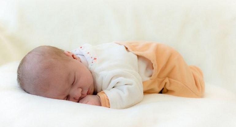 Сон на животике – главные достоинства