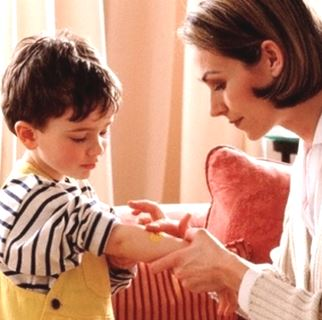 Первая помощь ребёнку при укусе комаров и мошек