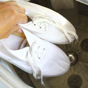 5 способов отстирать белые кроссовки: автоматический способ, ручная стирка