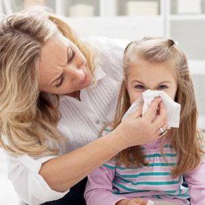Как извлечь мошку, попавшую в нос ребёнку