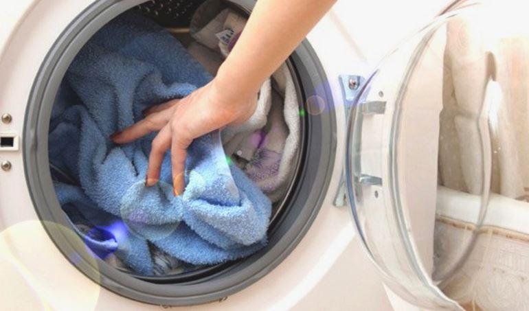 Washing children's clothes