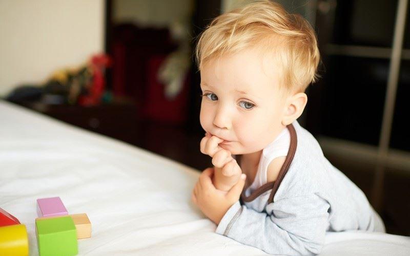 Как отучить ребенка грызть ногти: 10 советов психолога и 2 ...