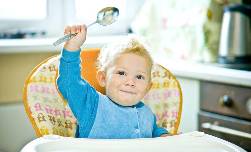 Учим малыша есть ложкой самостоятельно