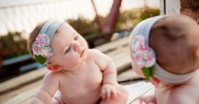 Можно или нельзя ребенку до года смотреться в зеркало