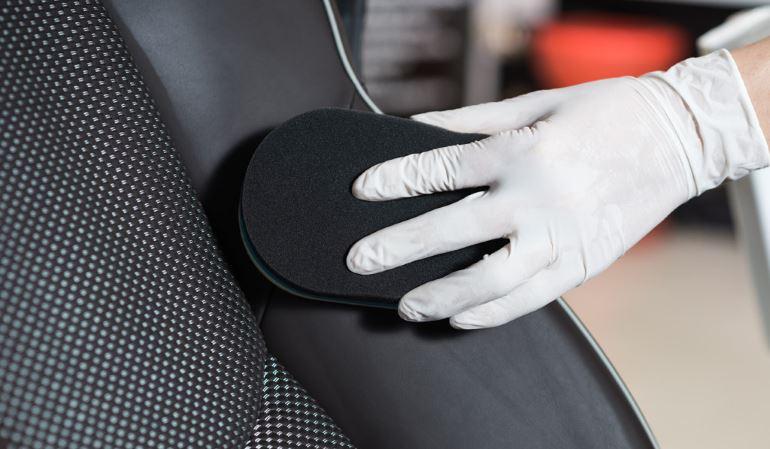 Как почистить сиденья в машине