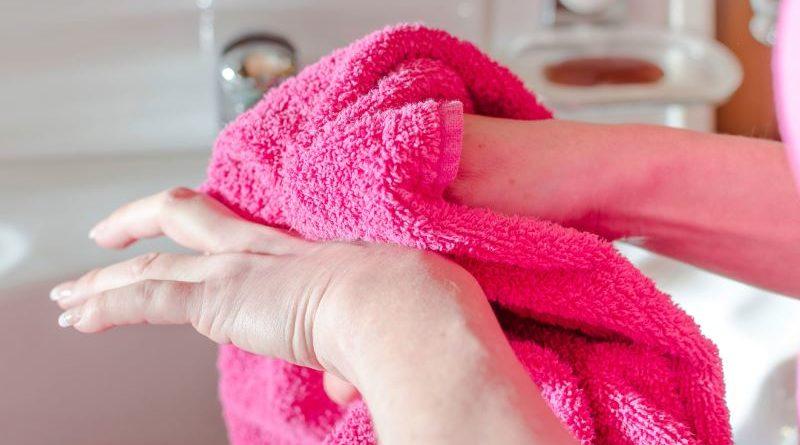 Отмыть марганцовку с рук: методы очистки и очщающий комплекс от пятен