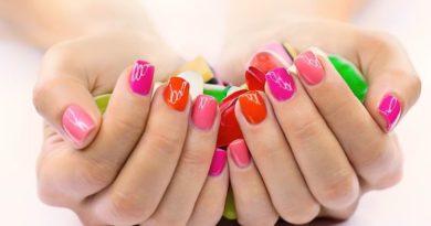 Как стереть лак для ногтей
