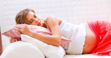 Как спать беременным на ранних и поздних сроках