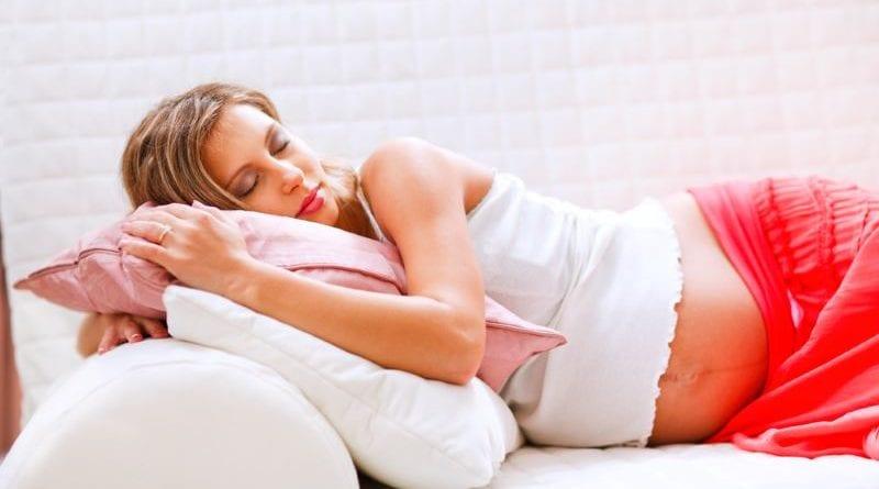 Позы для сна при беременности: как спать в начале беременности и на поздних сроках