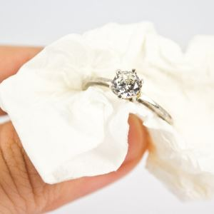 Как можно произвести чистку серебра дома