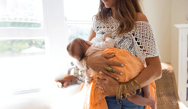 Вскармливание малыша стоя