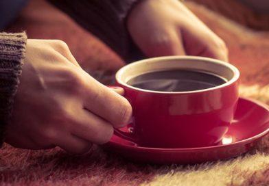 Разрешён ли кофе при грудном вскармливании? Как его правильно употреблять и чем заменить?
