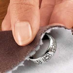 Способ чистки черненого серебра