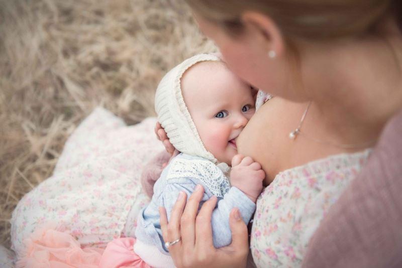 Позы для кормления ребёнка грудью
