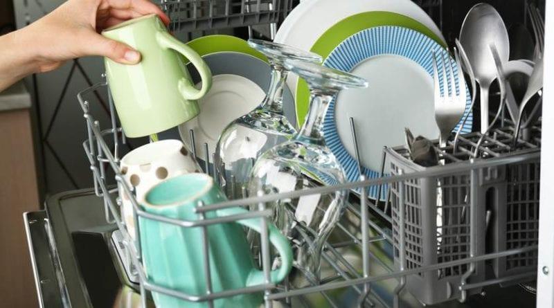 Как устранить и предотвратить запах в посудомоечной машине