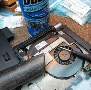 Чистка ноутбука без разборки с помощью пылесоса