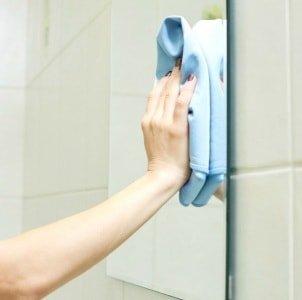 Самые простые способы мытья зеркал без разводов
