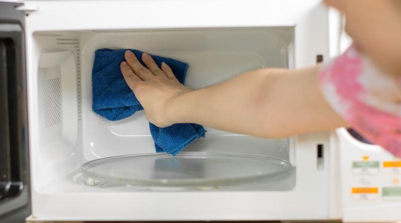 Как отмыть микроволновку от жира