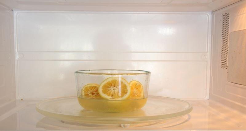 Чистим СВЧ лимоном