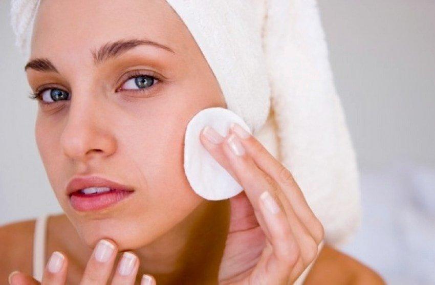 Почему необходимо проводить чистку кожи