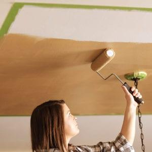 Как нужно шпаклевать потолок под покраску
