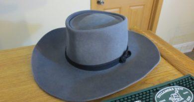 Как почистить фетровую шляпу