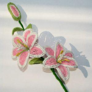 Изготовление лилии из бисера