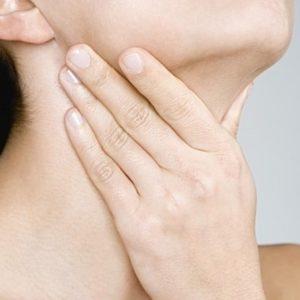 Симптомы и причины возникновения кома в горле