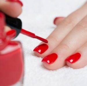 Салонный маникюр или почему лучше красить ногти самой