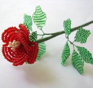 Изготовление розы из бисера