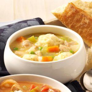 Компоненты для куриного супа с клёцками